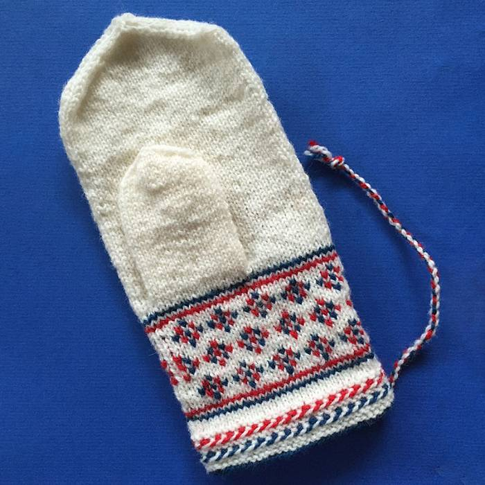 Teaser image for Sámi Knitting Traditions: Birch Leaves Mittens Online Course
