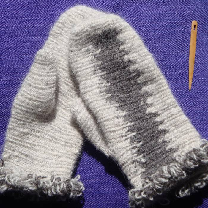 Teaser image for Nålbinding Mittens and Socks