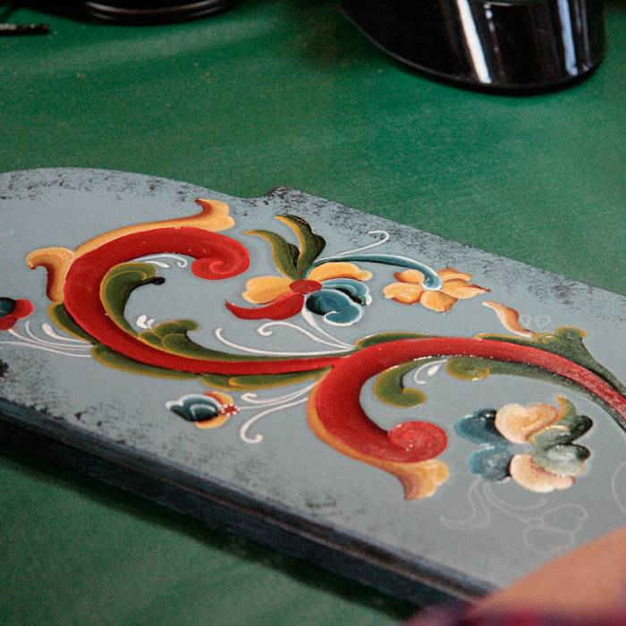 Teaser image for Rosemaling: Shaded Telemark Style & Traditions